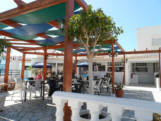 Hotel Califórnia : Pool restaurant area