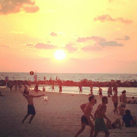 Herods Tel Aviv: Sun set on the beach