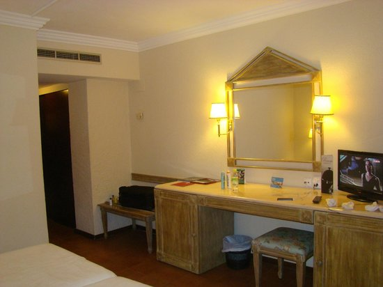 Dom Pedro Golf Resort: Nice modern rooms