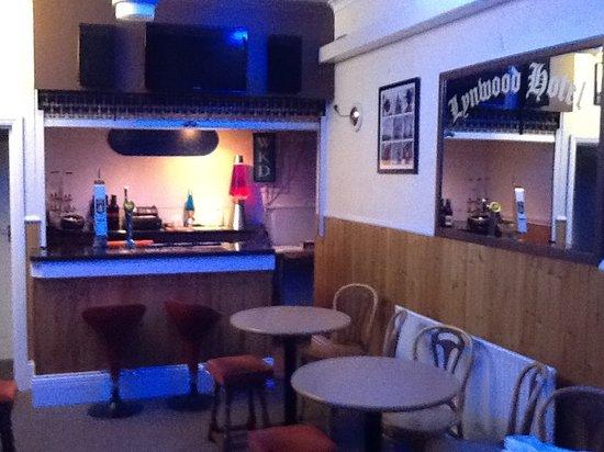 Lynwood Guest House: Bar