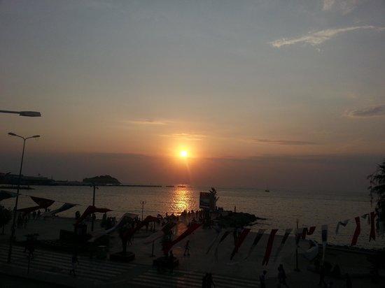 Ilayda Hotel: Por do sol visto do quarto!