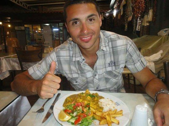Oztoklu Restaurant : piatto a base di pollo e curry delizioso!