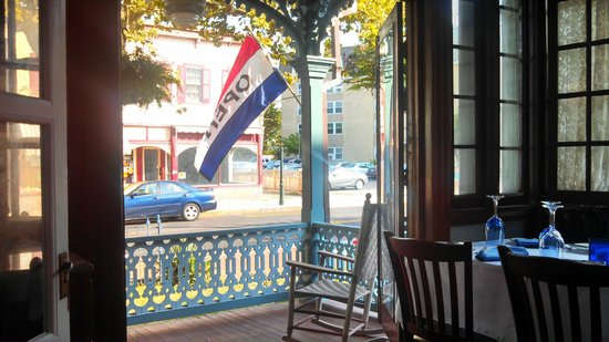 The Blue Rose Inn & Restaurant: View of Washington Street