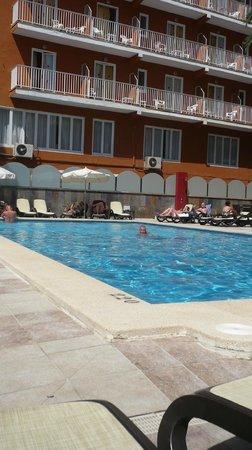 Mediterranean Bay Hotel : Piscine