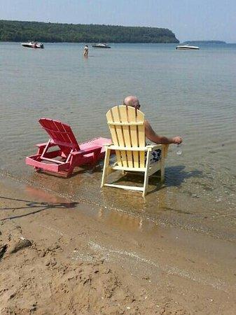 Bay Breeze Resort: Relaxing at the Bay Breeze Beach