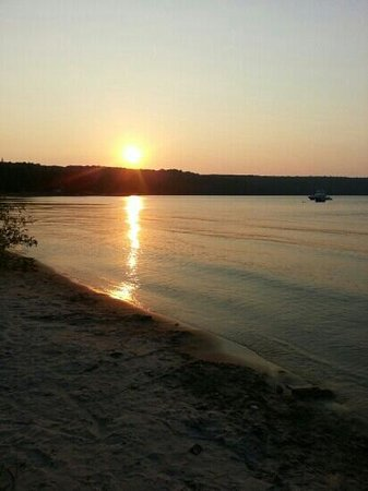 Bay Breeze Resort: Sunset at Bay Breeze Beach aww