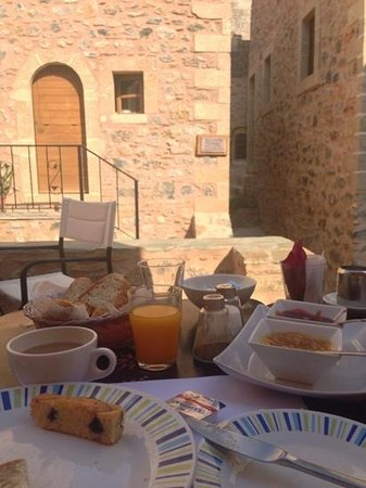 Theophano Art Hotel : breakfast on main floor.