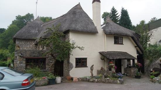 Glen Cottage: main entrance to cottage