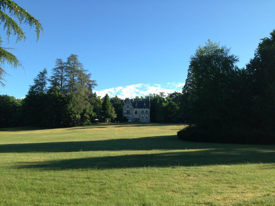 Chateau La Thuiliere : The big garden