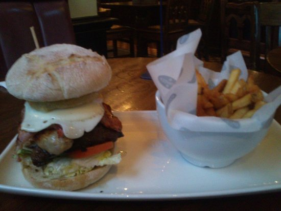 O'Neill's Pub and Grill: Mixed Grill Burger