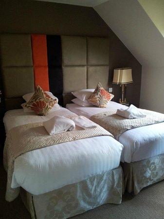 Rosemount Hotel : Due letti singoli nella camera matrimoniale