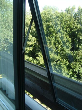 Amsterdam Tropen Hotel: Вид в парк из номера