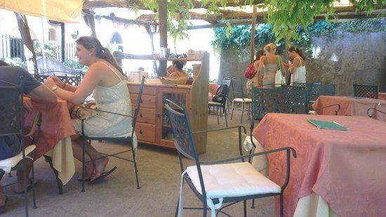 Caffe' Calce I Giardini: Garden terrace