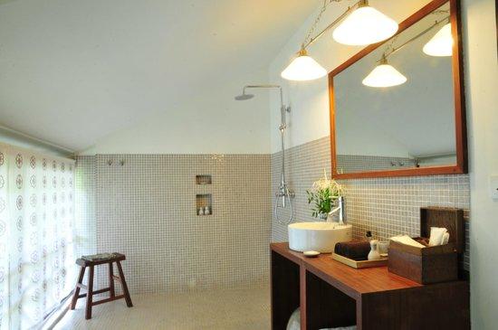 Maison Polanka: Salle de bain de la chambre verte