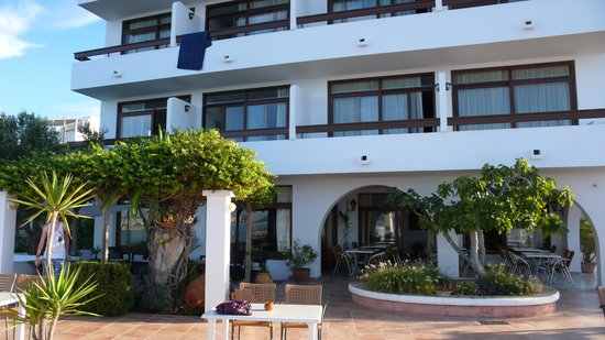 Hostal MarBlau Ibiza : Achterkant hostal