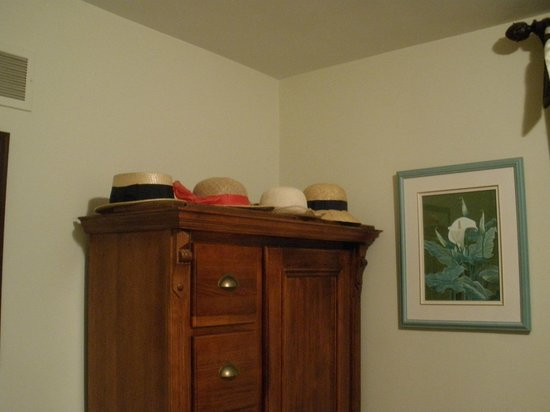 Mi Casa Su Casa : Original wardrobe decoration