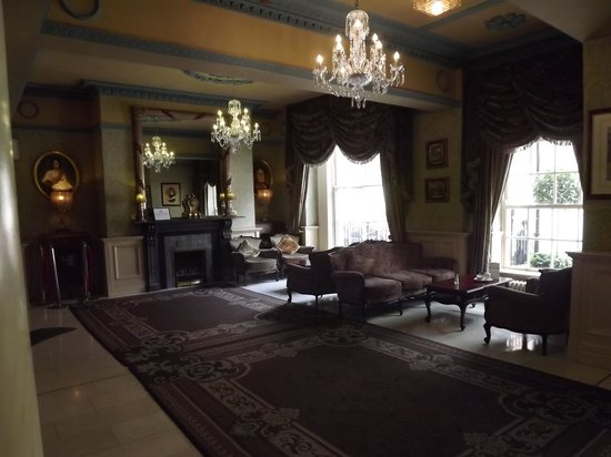 Buswells Hotel : The entrance hall