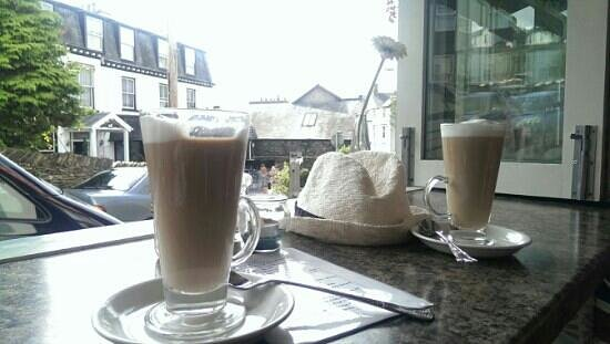Cafe Latte: nice view, weather and latte