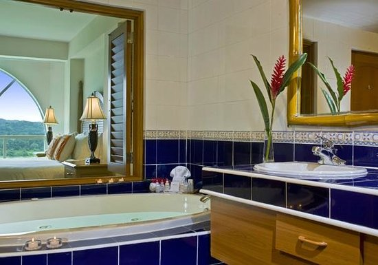 Gamboa Rainforest Resort : Suite Bathroom