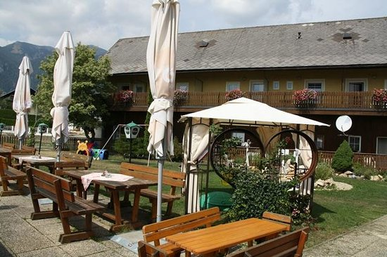 Landhotel Reitingblick: Aussenbereich mit Sitzgarten
