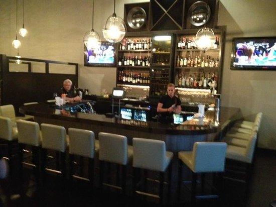 Plae Bistro: Plae bar area