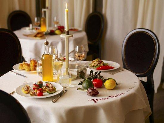 La petite maison de nicole chez fouquet 39 s barriere hotel paris champs - Petite table de terrasse ...