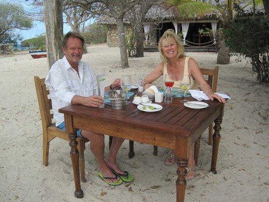 Azura Quilalea Private Island: Ole & Linda enjoying lunch