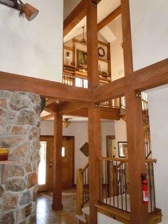 Stone Canyon Inn: The atrium
