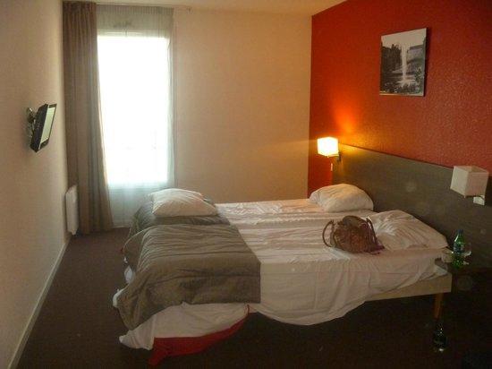 Adagio Access Orleans : Main bedroom
