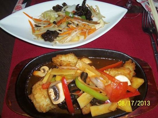 Restaurant La Baie d' Halong : main course--plates are small in size to make it look like your getting a lot