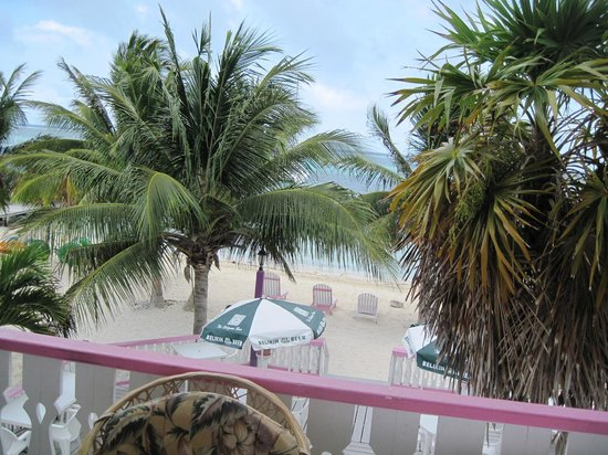 Holiday Hotel: The view of the Caribbean from the deck.  Great place to hammock