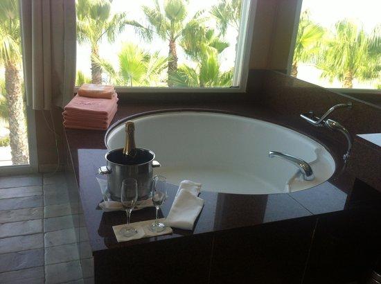 Iberostar Costa del Sol: Bañera redonda