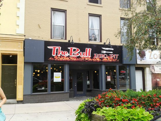 The Bull BBQ Pit : Street parking out front or in the garage nearby