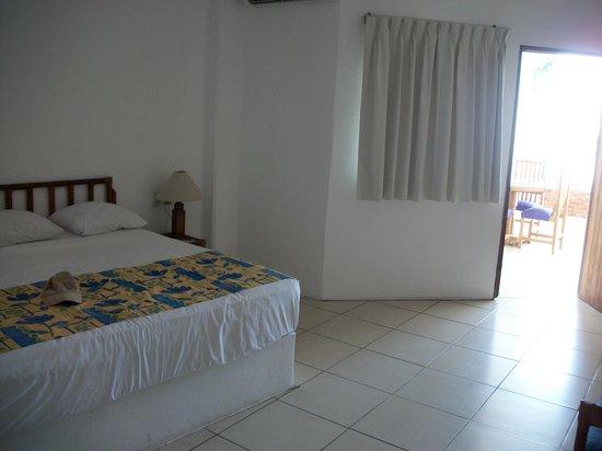 Emperador Vallarta Beachfront Hotel & Suites: Deluxe suite