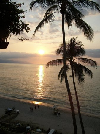 Emperador Vallarta Beachfront Hotel & Suites : Sunset from balcony