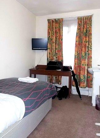 Victoria Station Hotel: Single Basic Room