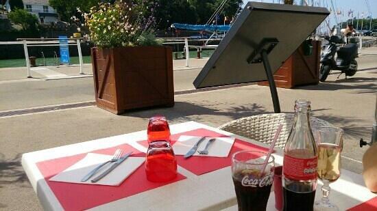Bistro Quai : terrasse vue sur port