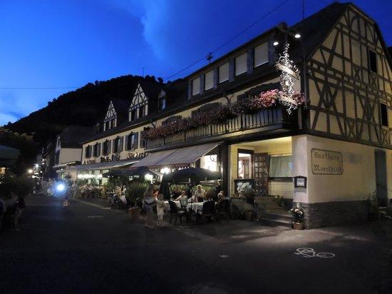 Gasthaus Moselblick: Moselblich bij avond...