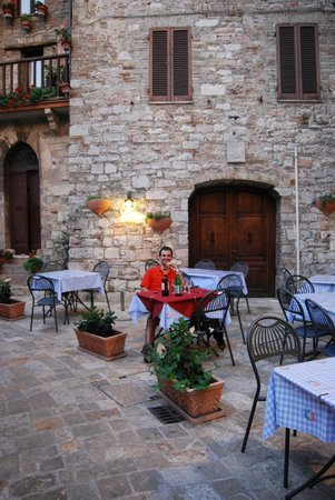 Trattoria da Erminio: Outdoor dining area