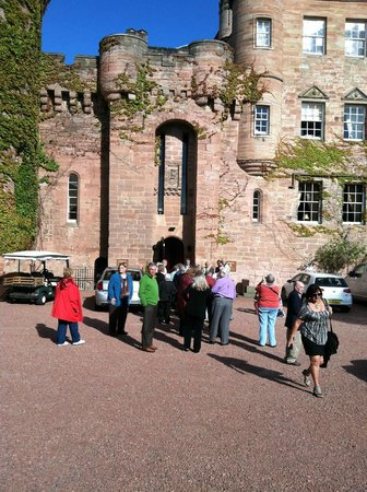 Dalhousie Castle: Entrance!