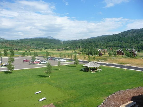 Teton Springs Lodge and Spa: Another view from the room.