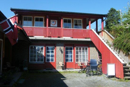 Stryn Hostel & Motel: La cour de l'auberge