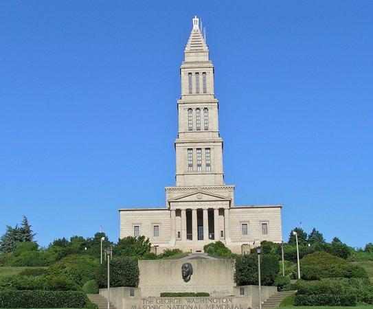 George Washington Masonic National Memorial: entrance to memorial