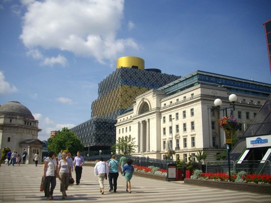 Centenary Square: NEW BIRMINGHAM LIBRARY IN BACKGROUND