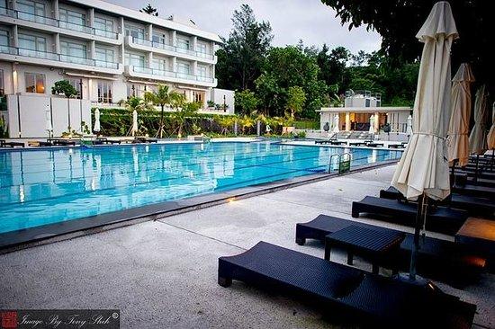 Gloria Manor : Large Swimming Pool