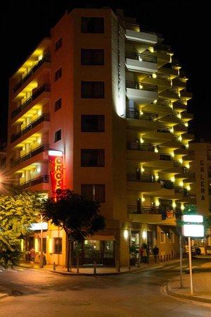 Orosol Hotel: Night photo of Orosol