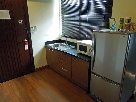 iCheck inn Soi 2: kitchen area