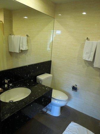 iCheck inn Soi 2: bathroom