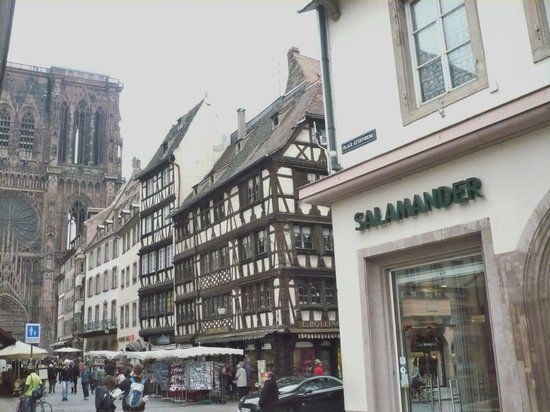 Place Gutenberg: Very close to the cathedral