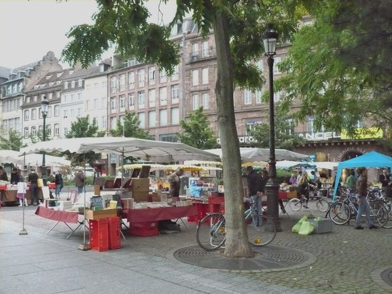 Place Gutenberg: Outdoor book fair at place kleber close-by